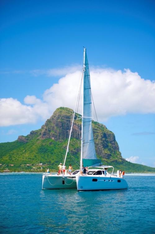 Boat rental Black River cheap 471