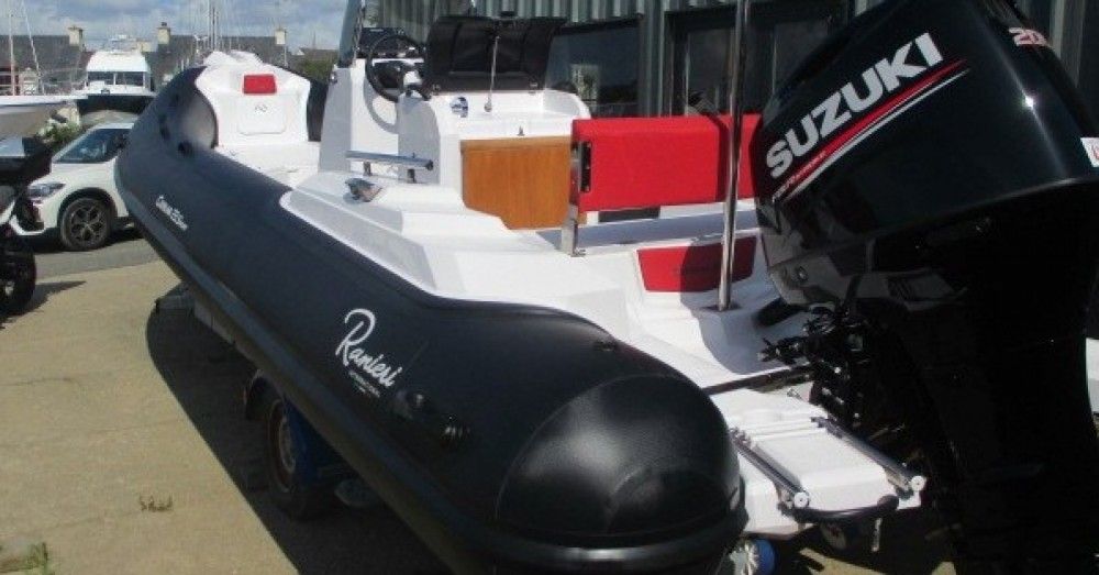 Boat rental Ranieri Cayman 23 Sport in Arzon on Samboat