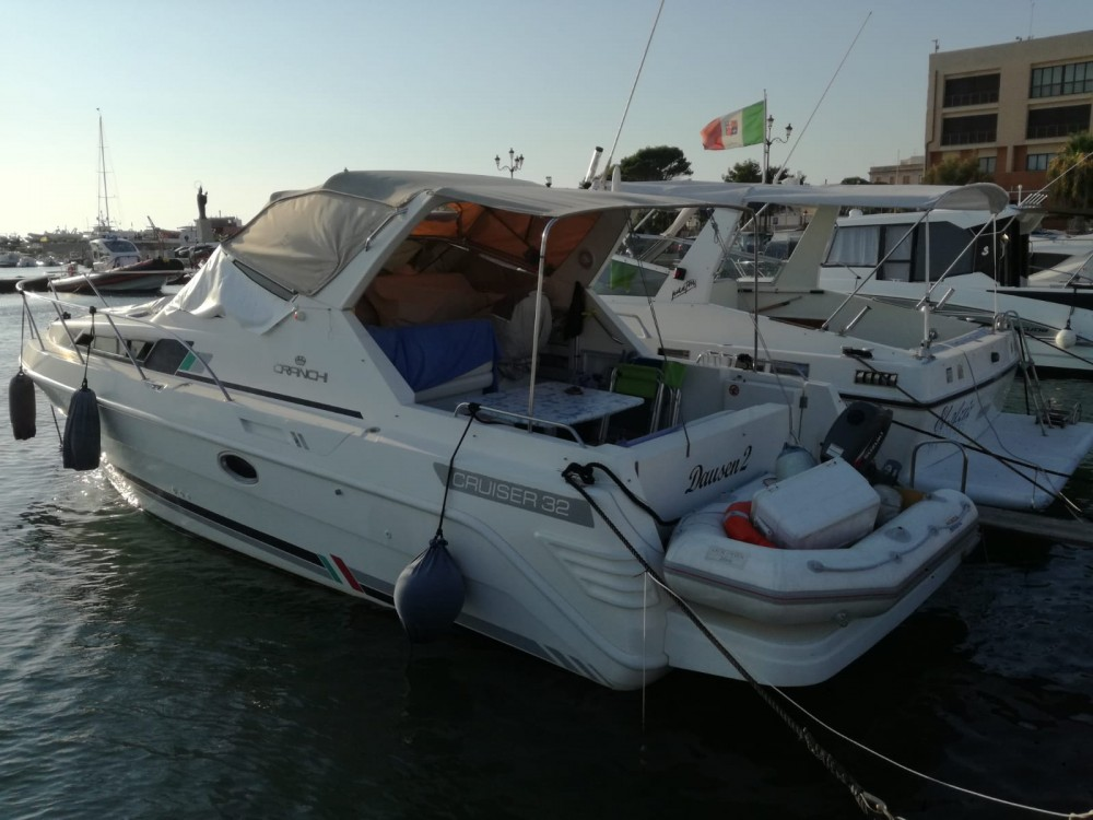 Rental Motorboat in Trapani - Cranchi 32 cruiser