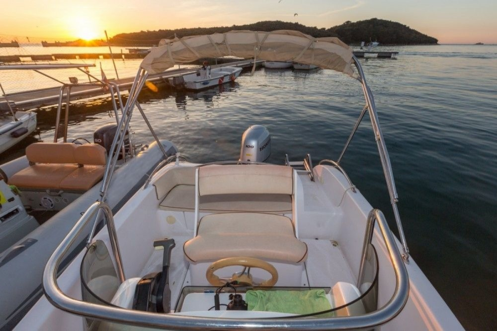 Motor boat for rent Orsera at the best price