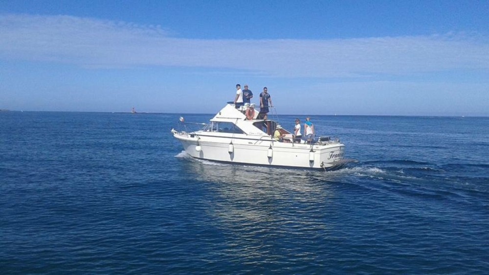 Rental Motorboat Chris Craft with a permit