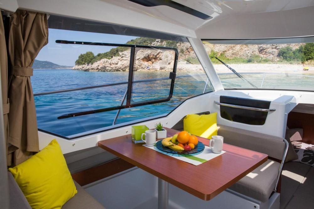 Rental Motorboat in Castelló d'Empúries - Jeanneau Merry Fisher 795