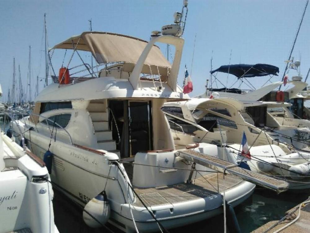 Boat rental Jeanneau Prestige 46 in Saint-Laurent-du-Var on Samboat
