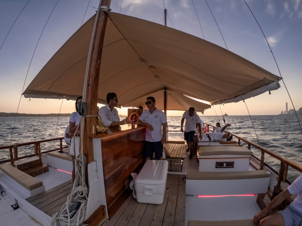 Boat rental Bolívar cheap Tiki 48