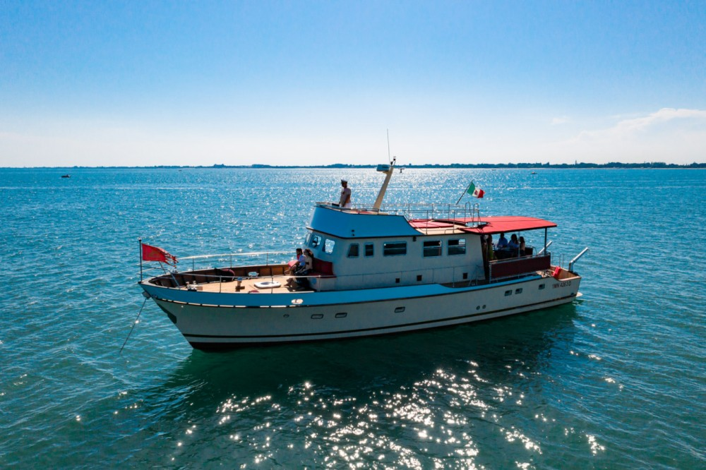 Boat rental Venice cheap Trawler