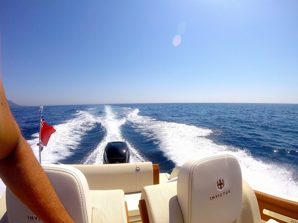 Invictus  Invictus 270 FX between personal and professional Cannes