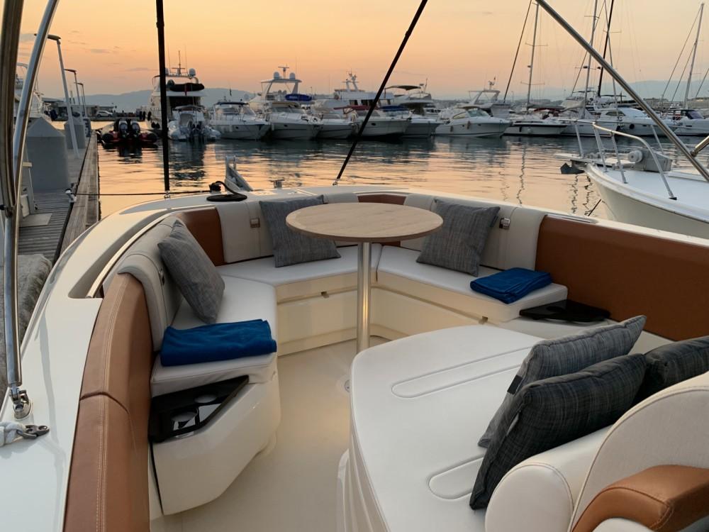 Boat rental Invictus  Invictus 270 FX in Cannes on Samboat