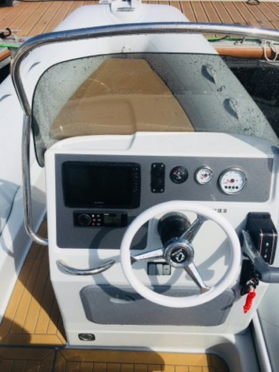 Hire RIB with or without skipper Zodiac Noumea