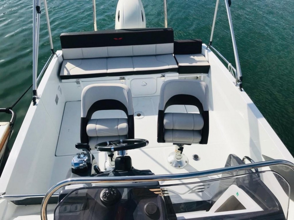 Motorboat for rent Noumea at the best price