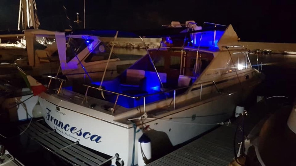 Motorboat for rent Porto Pozzo at the best price