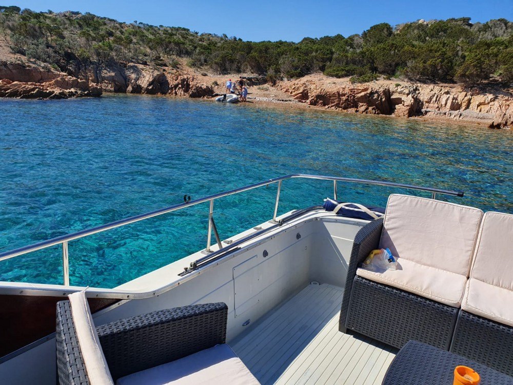 Rental yacht Porto Pozzo - Chris Craft Chris Craft 31 Sport Express on SamBoat
