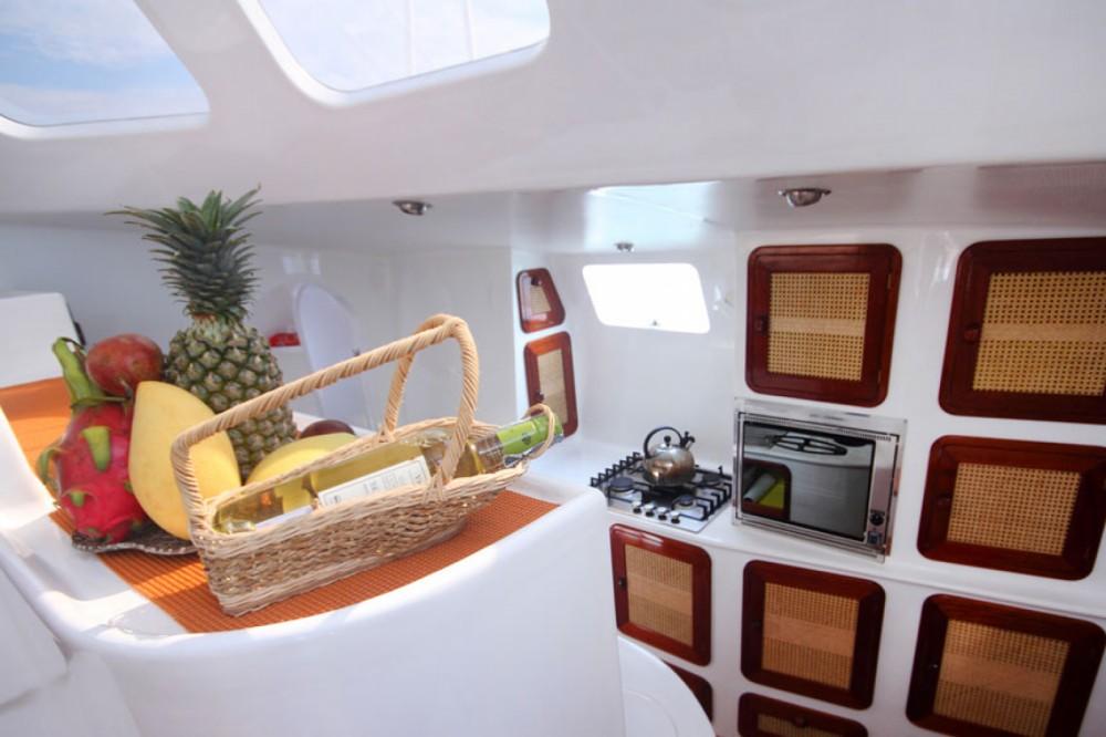 Boat rental Amadeus Mumby 48 in Mueang Phuket on Samboat