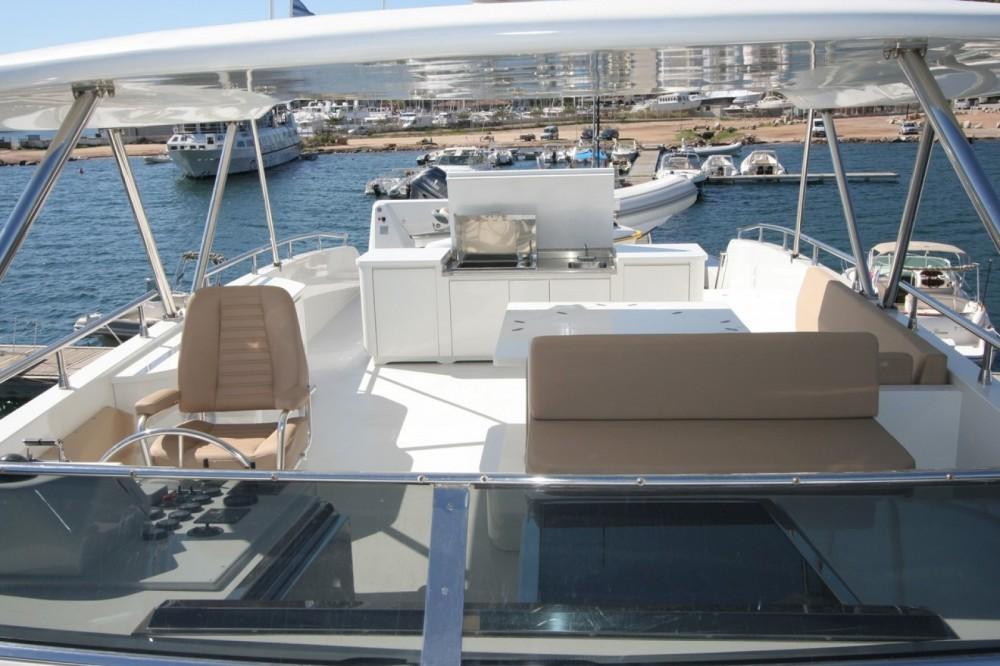 Rental Yacht Trawler with a permit