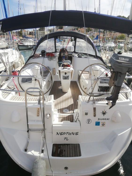 Boat rental Jeanneau Sun Odyssey 40.3 in Saint-Mandrier-sur-Mer on Samboat