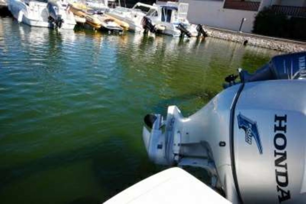 Motor boat for rent Okrug Gornji at the best price
