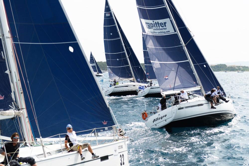 Rental Sailboat in Split - Bavaria Bavaria Cruiser 40 S