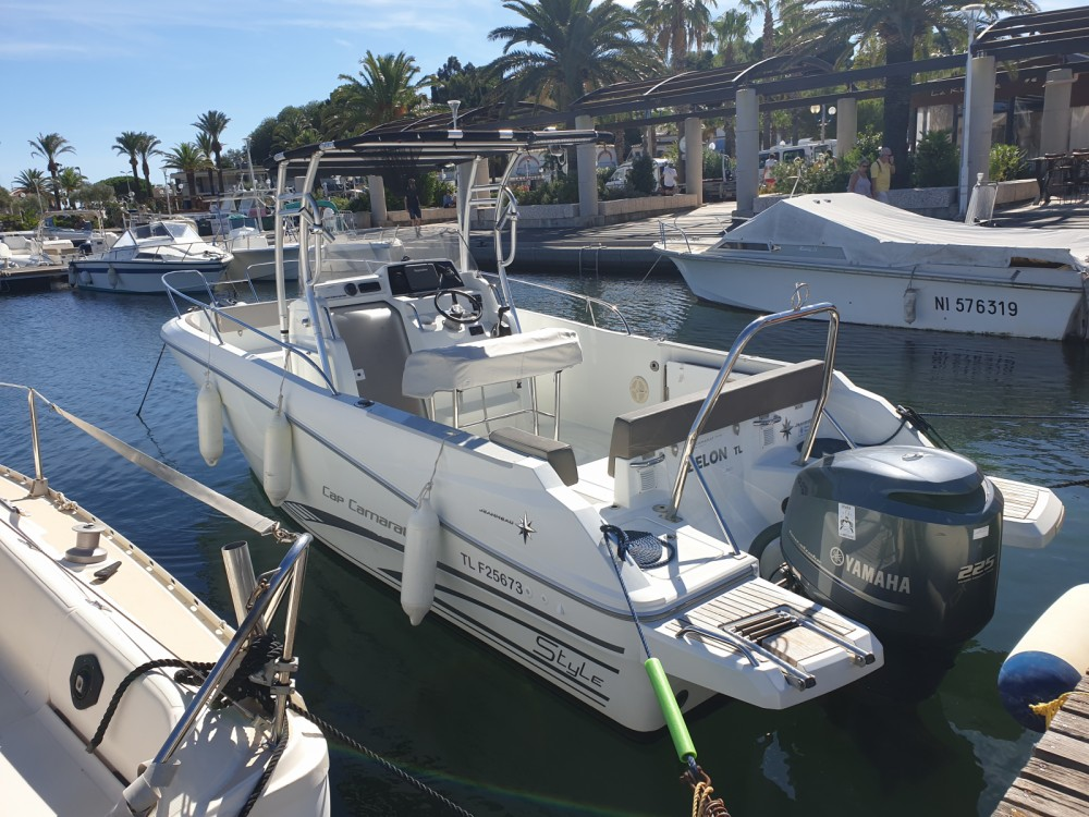 Boat rental Cavalaire-sur-Mer cheap Cap Camarat 7.5 CC