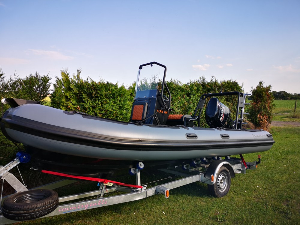 RIB for rent Beaumont-sur-Oise at the best price