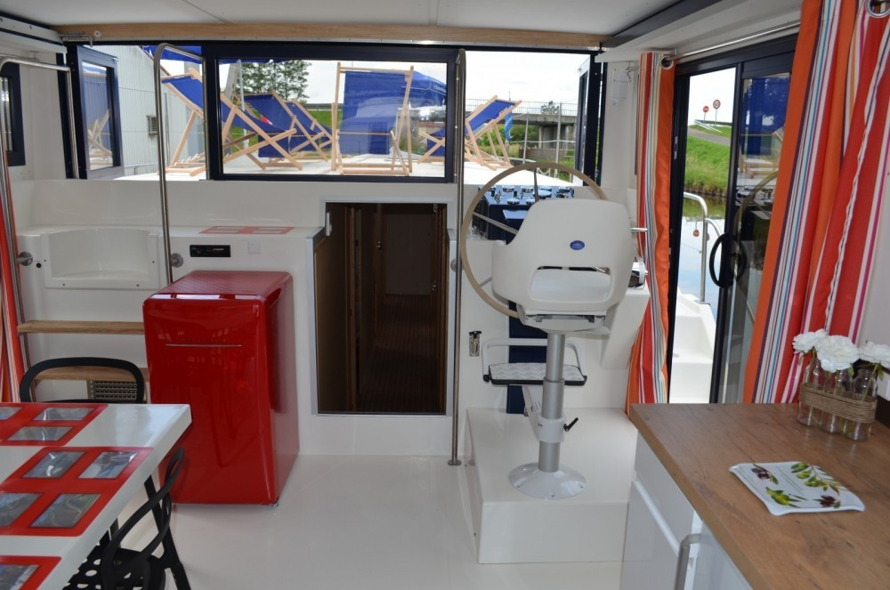 Hire Canal boat with or without skipper Les Canalous Agde