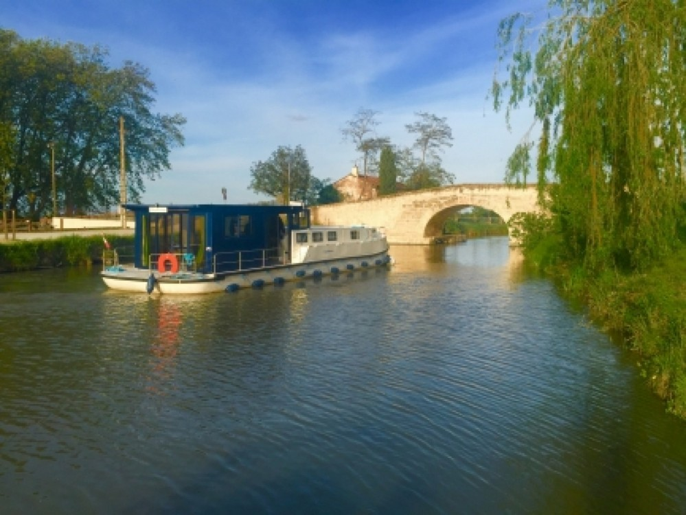 Les Canalous LaPéniche F between personal and professional Agde