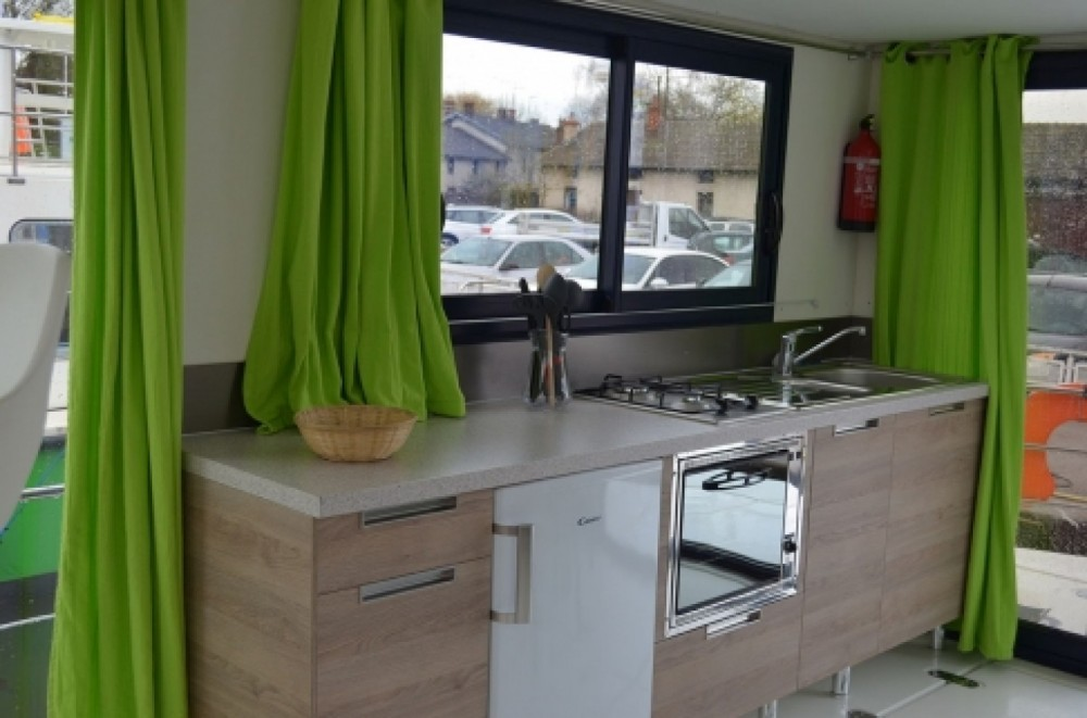 Canal boat for rent Châtillon-en-Bazois at the best price