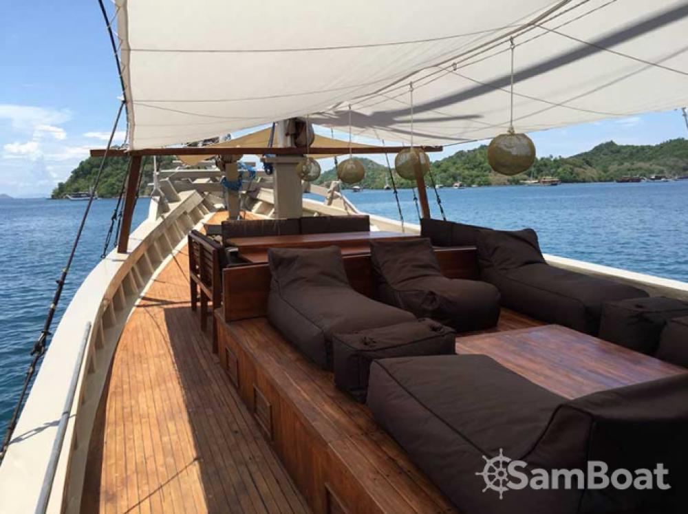 Rental Sailboat in Labuan Bajo - Unique boat