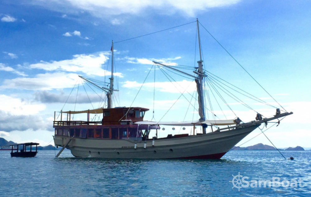 Sailboat for rent Labuan Bajo at the best price
