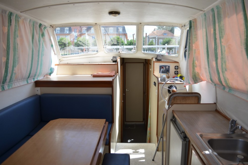 Boat rental Colombiers cheap Triton 1050