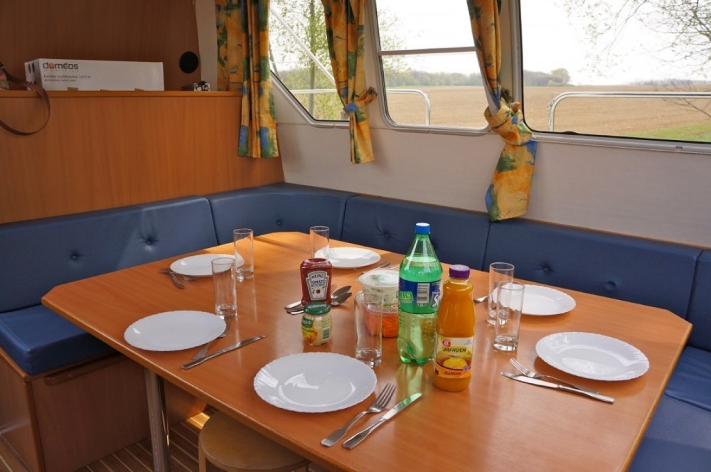 Canal boat for rent Mailly-le-Château at the best price