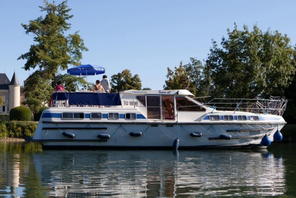 Rental Canal boat in Chenillé-Champteussé - Les Canalous Tarpon 42