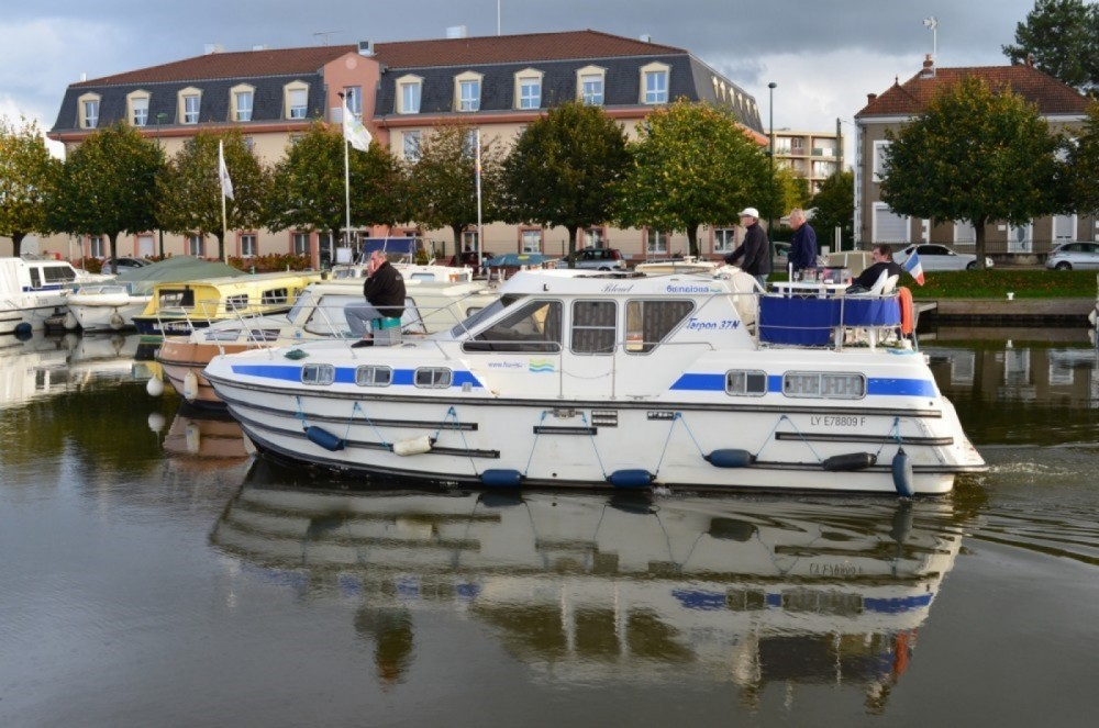 Boat rental Les Canalous Tarpon 37 in Digoin on Samboat