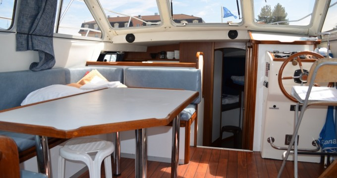 Boat rental Les Canalous Tarpon 37 in Pontailler-sur-Saône on Samboat