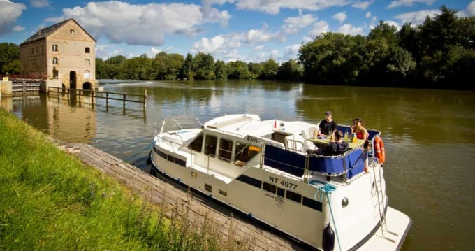 Hire Canal boat with or without skipper Les Canalous Digoin