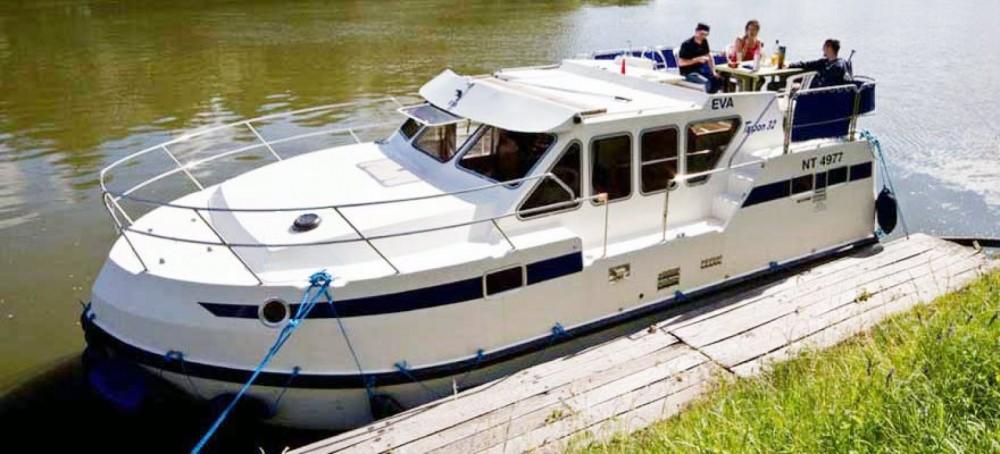 Boat rental Les Canalous Tarpon 32 in Digoin on Samboat