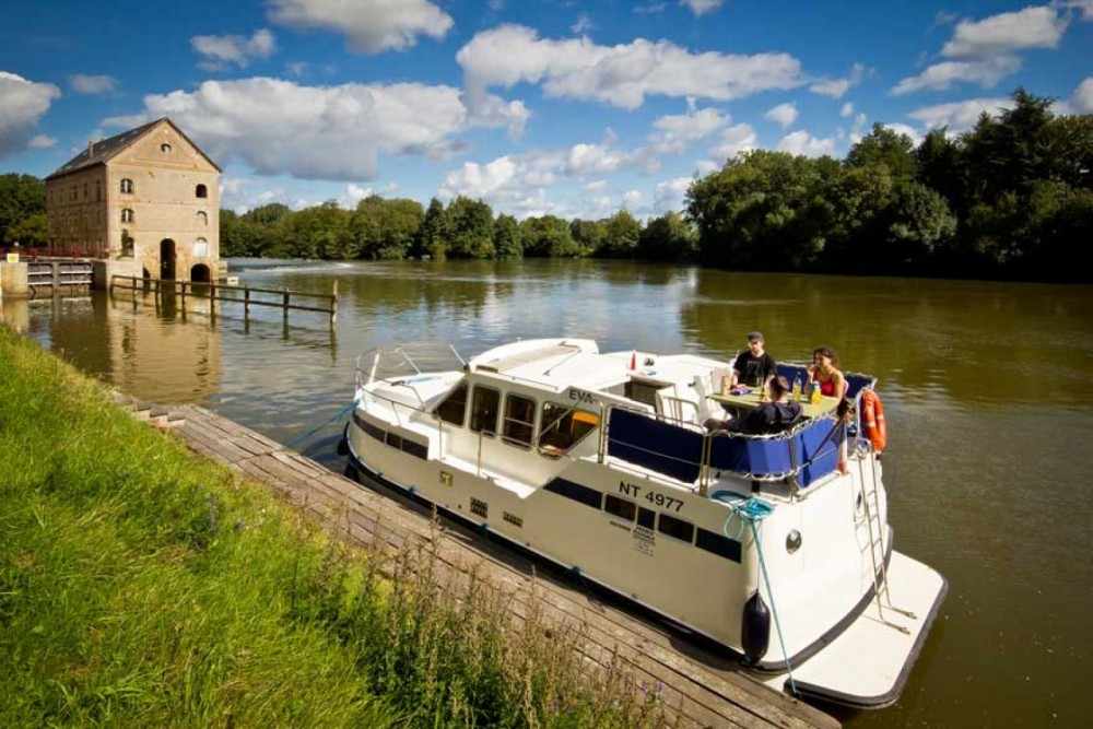 Hire Canal boat with or without skipper Les Canalous Colombiers