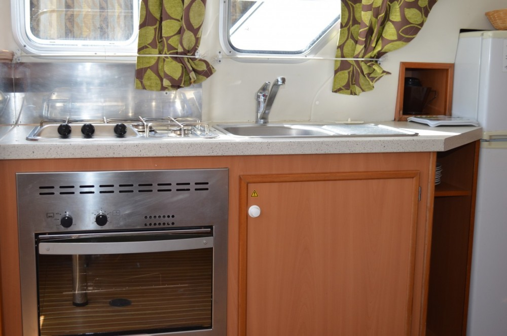 Rental Canal boat in Colombiers - Les Canalous Tarpon 32