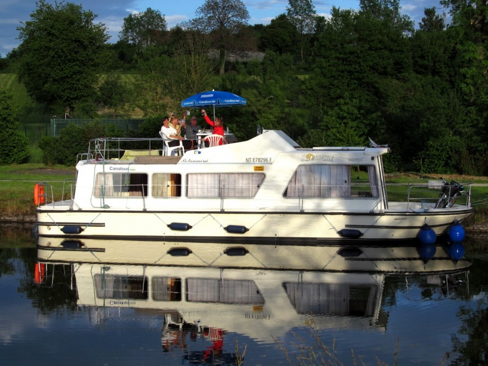 Hire Canal boat with or without skipper Les Canalous Mailly-le-Château