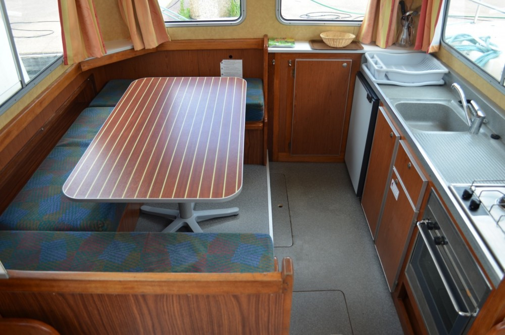 Boat rental Les Canalous Pénichette 1107W in Digoin on Samboat