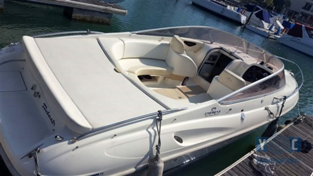 Hire Motorboat with or without skipper Cranchi Cannes