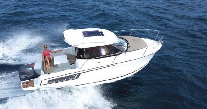 Rental yacht Port-Haliguen - Jeanneau MERRY FISHER 695 série 2 on SamBoat