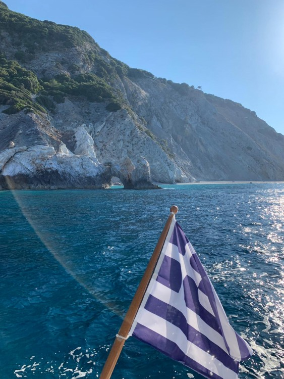 Cruisers-Yachts Cruisers Yachts 430cc between personal and professional Skiáthos