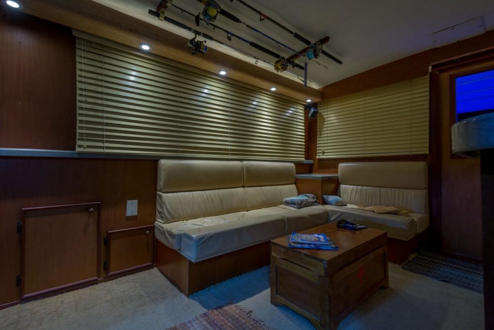 Rental yacht Newport - Hatteras Sportfisherman 46 on SamBoat