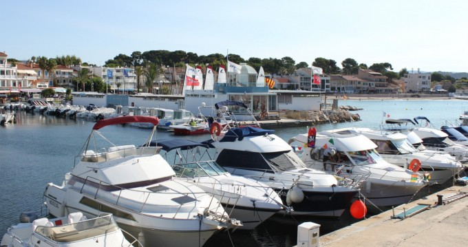 Motorboat for rent Saint-Cyr-sur-Mer at the best price