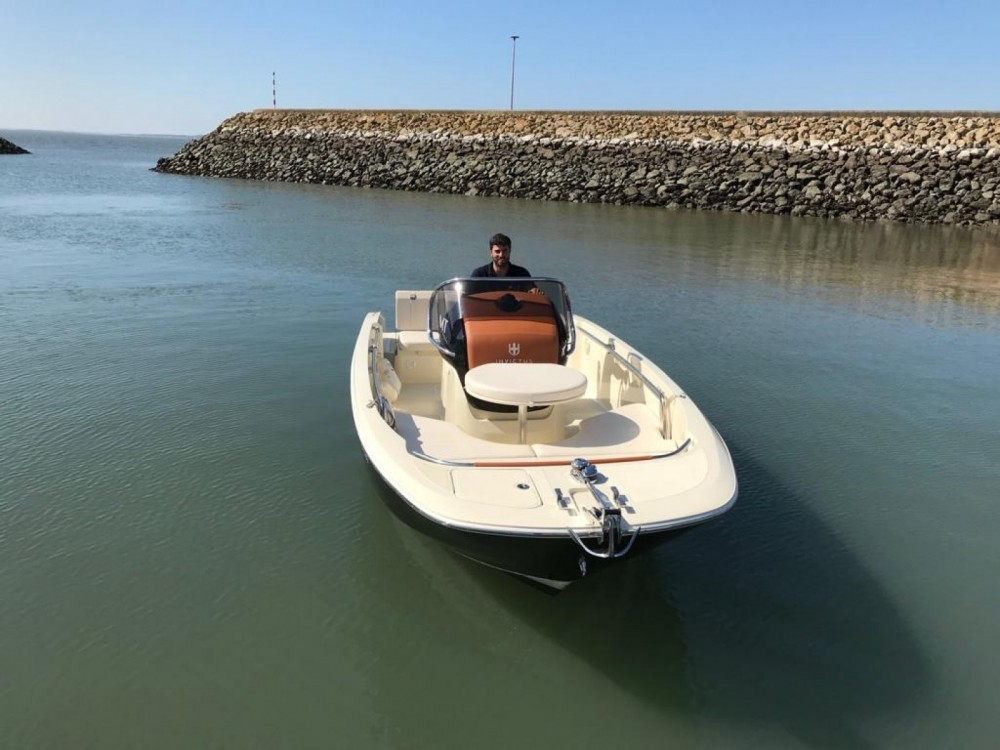 Hire Motor boat with or without skipper Invictus  Setúbal