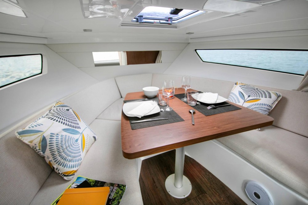 Hire Motor boat with or without skipper Jeanneau Bastia