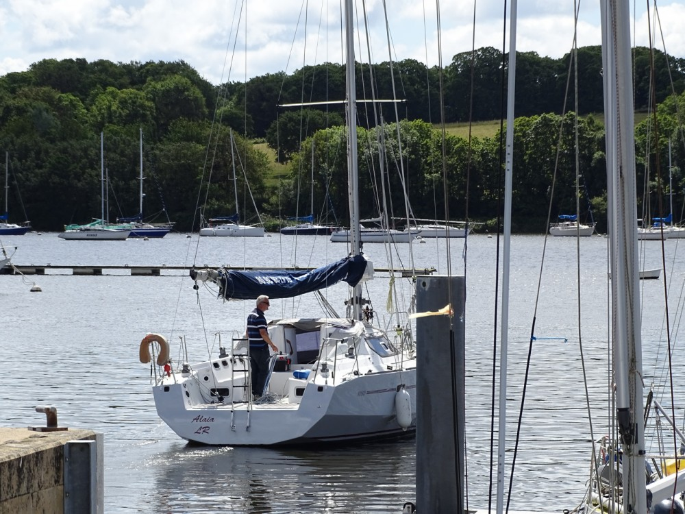 Sailboat for rent La Roche-Bernard at the best price