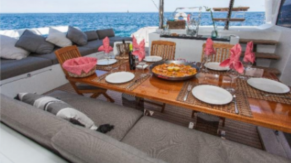 Boat rental Antigua and Barbuda cheap Lagoon 620