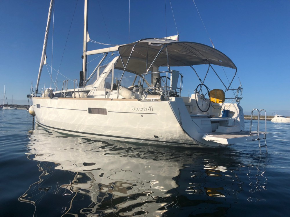 Sailboat for rent Bénodet at the best price