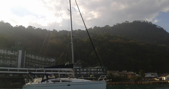 Boat rental Jeanneau Sun Odyssey 35 in Angra dos Reis on Samboat