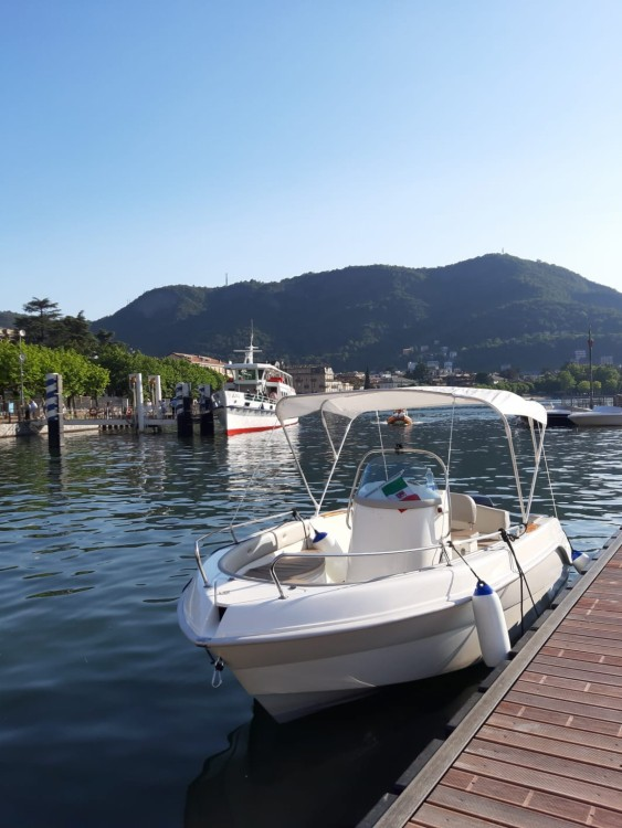 Motor boat for rent Como at the best price